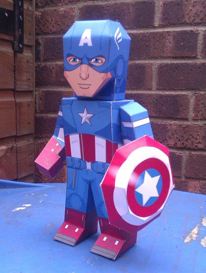 Paper model imprimible y armable del Capitán América. Manualidades a Raudales.