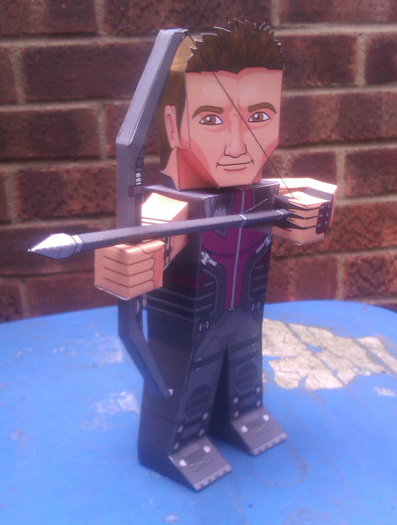 Papercraft imprimible y armable de Hawkeye. Manualidades a Raudales.