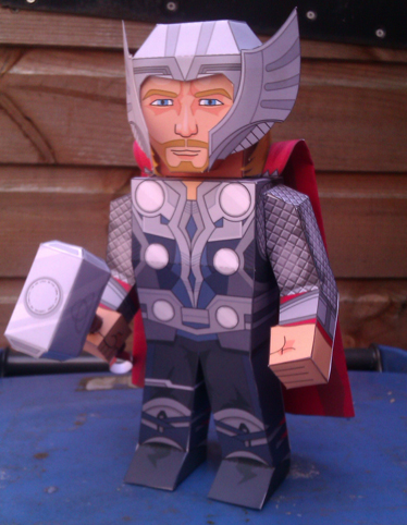 Paper model imprimible, recortable y armable de Thor. Manualidades a Raudales.