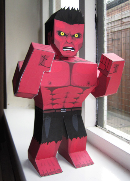 Papercraft imprimible y armable de Hulk Rojo. Manualidades a Raudales.